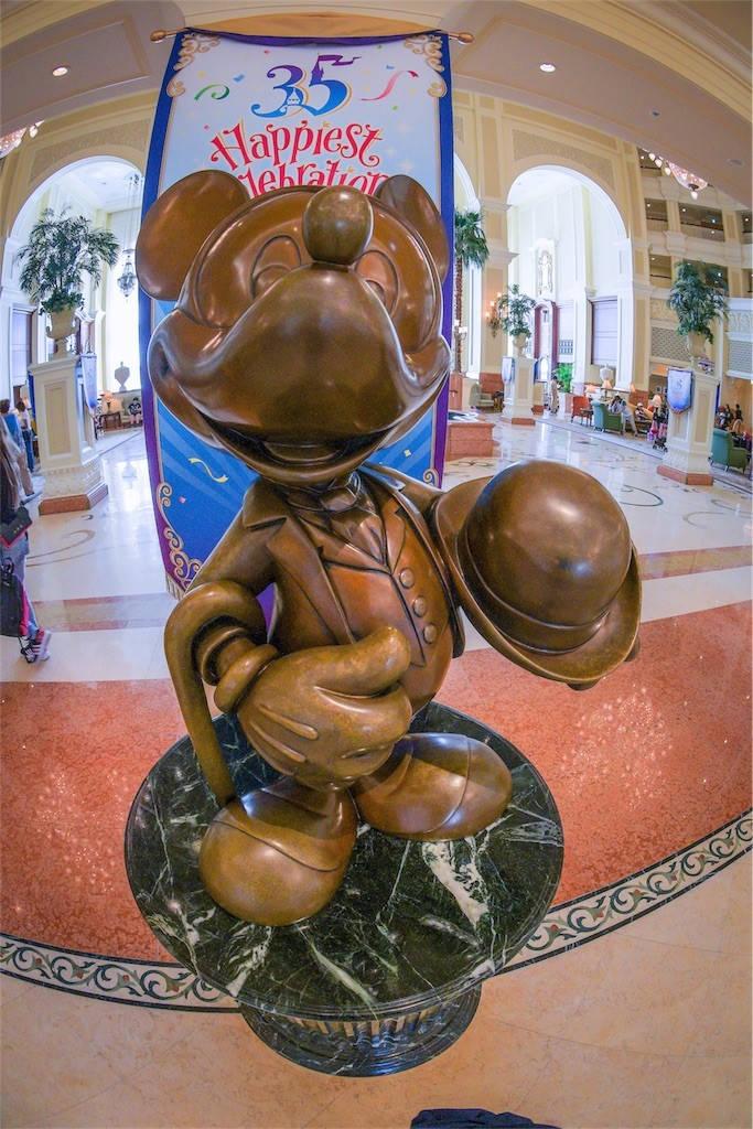 ディズニーランドホテル ミッキーの彫像