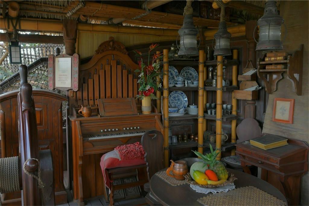 スイスファミリーツリーハウス ピアノ