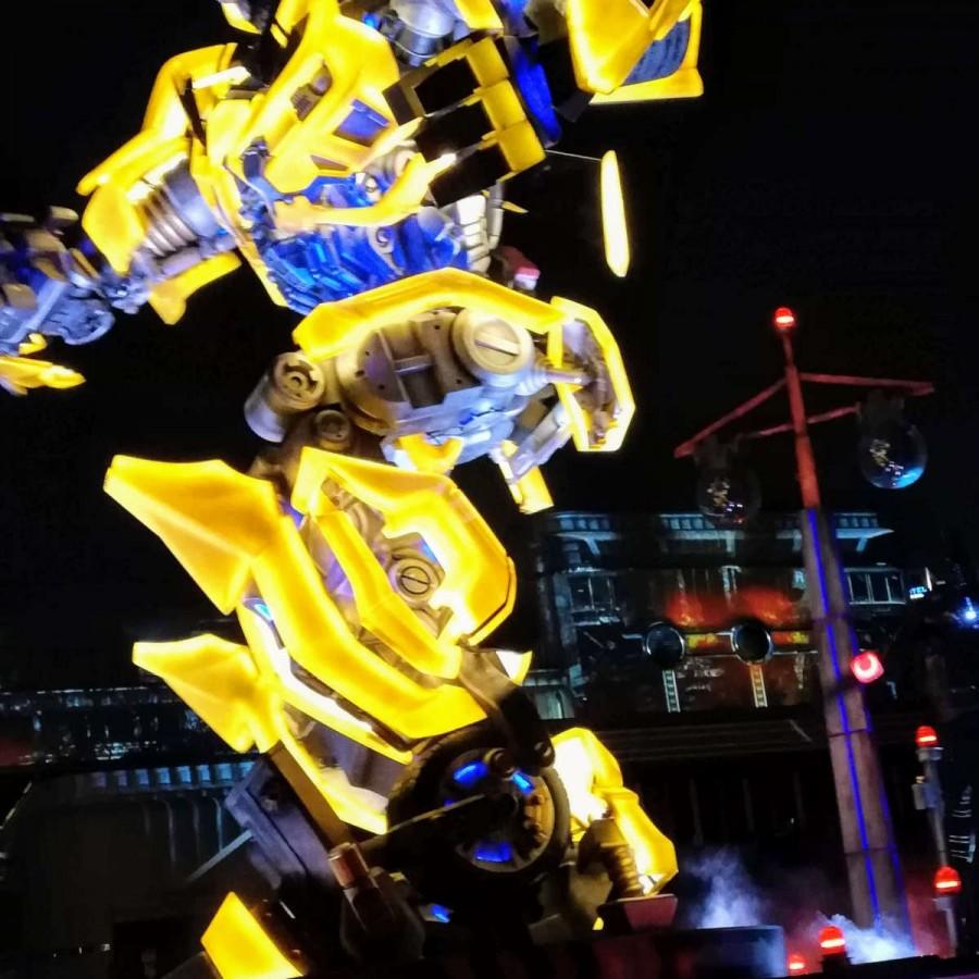 ナイトパレード トランスフォーマーのロボット
