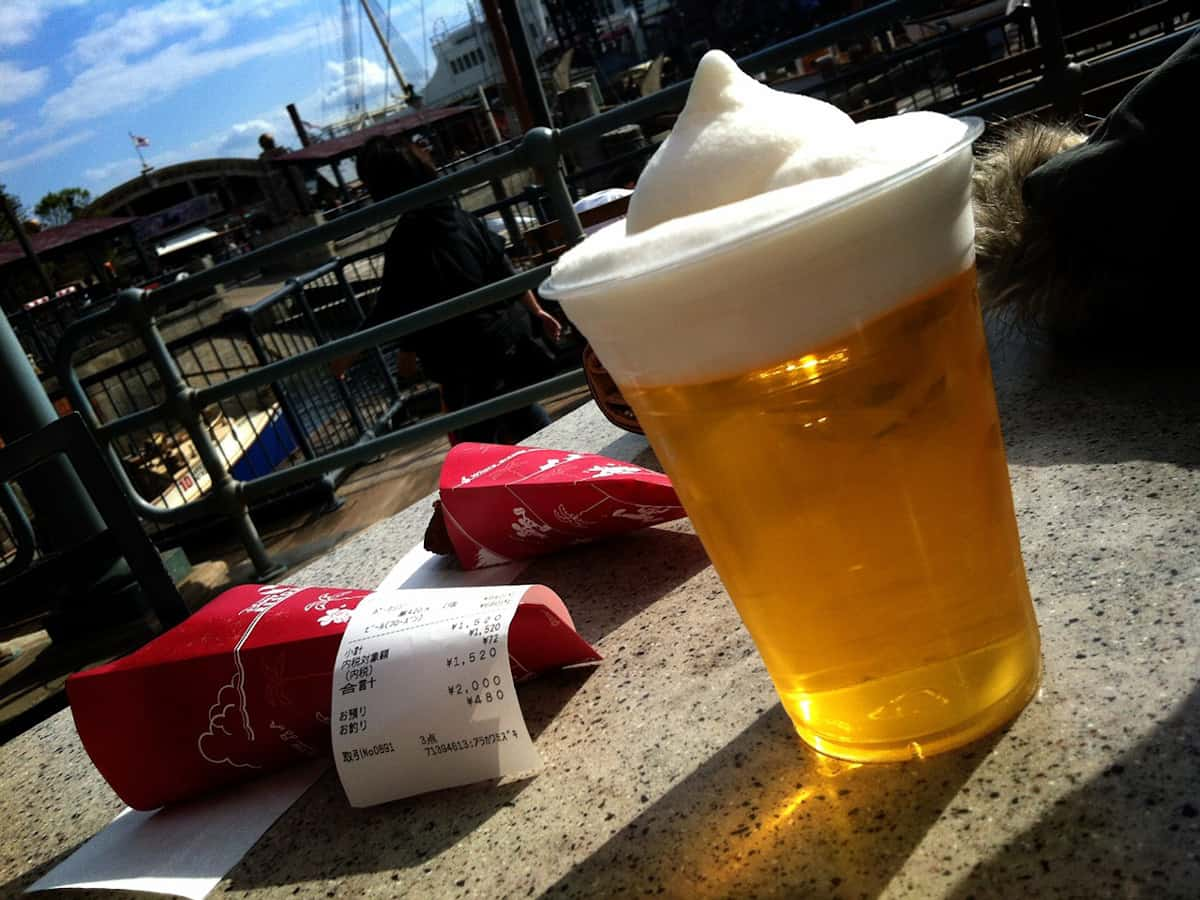 ディズニーシーでビールが飲める