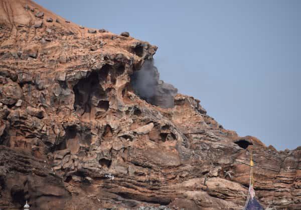 アトラクション内の岩肌