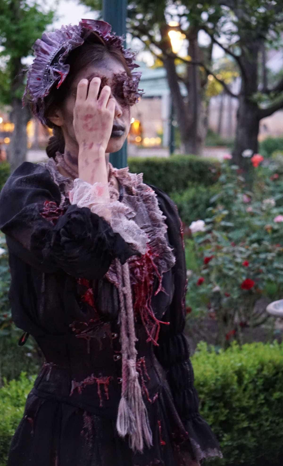 呪われた薔薇園 朽ち果てたメイド
