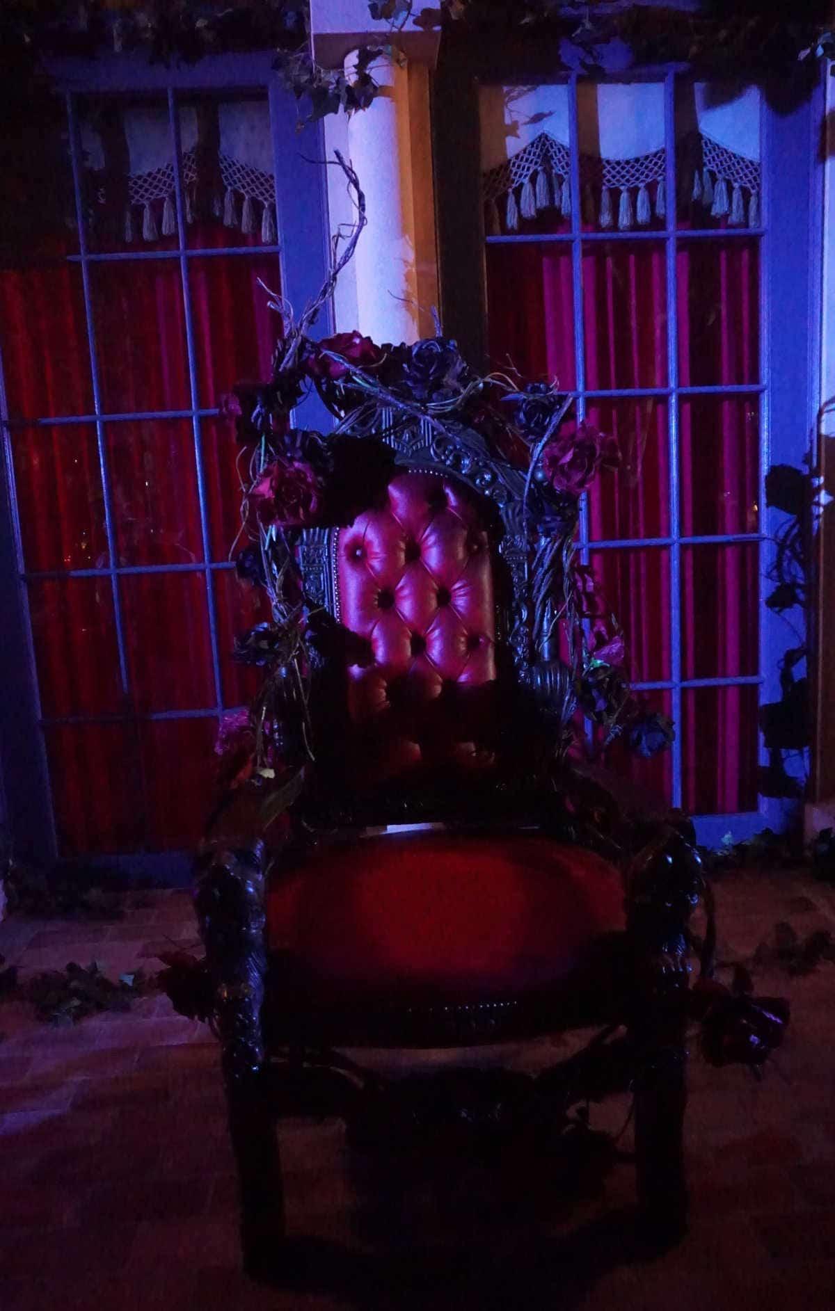 呪われた薔薇園ローザ様の椅子