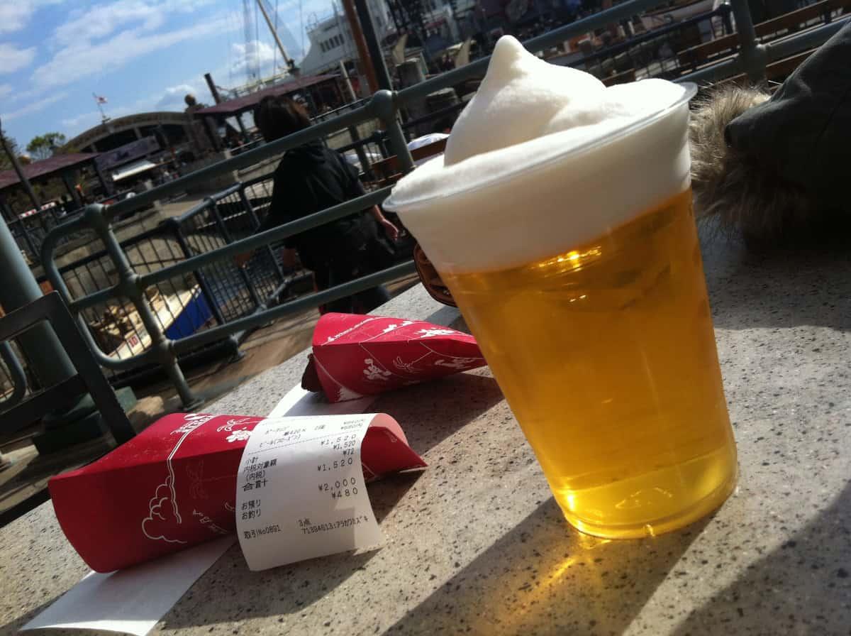 ビールとパーク内の景色