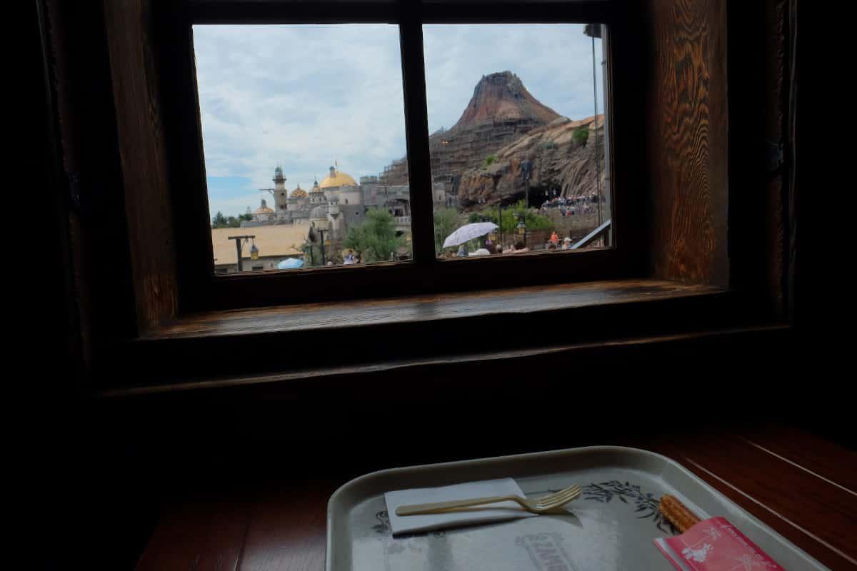 プロメテウス火山が見える